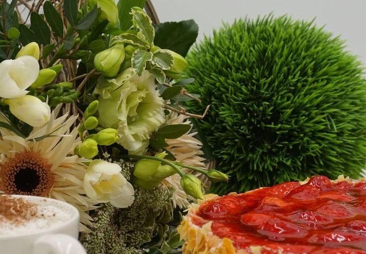 Erdbeertorte Ø20cm (inkl. Blumenstrauß)